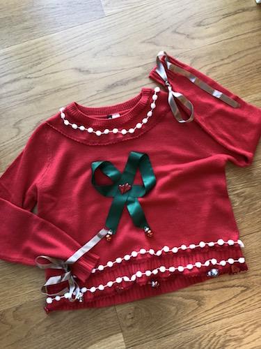 Julesweater med pyntebånd